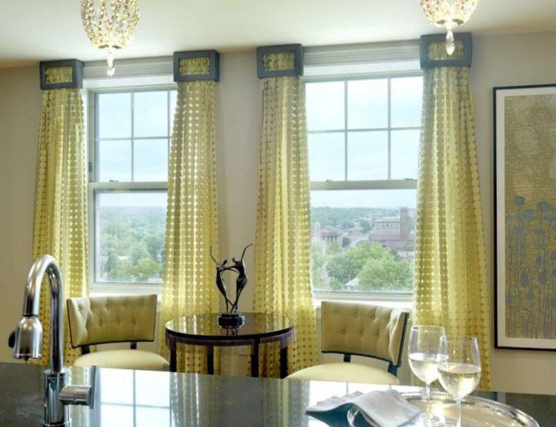 Длинные шторы на два окна в гостиную
