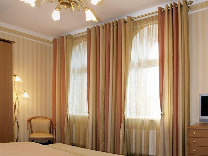 Шторы для спален в светлых тонах